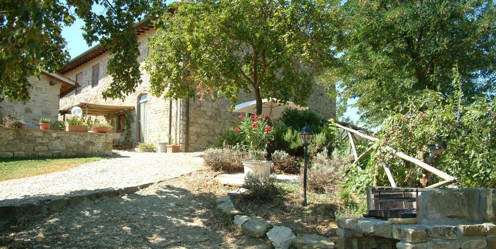 Casa San Angelo è una villa nel Chianti indipendente, pensata per ospitare gruppi numerosi che desiderano trascorrere un soggiorno vicino a Firenze