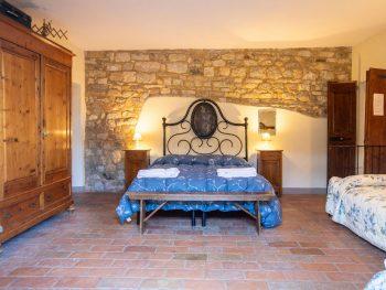 Il Cortilettoè una grandecamera, ideale per ospitare famiglie con bambiniche desiderano trascorrere momenti di relax nel cuore del Chianti.
